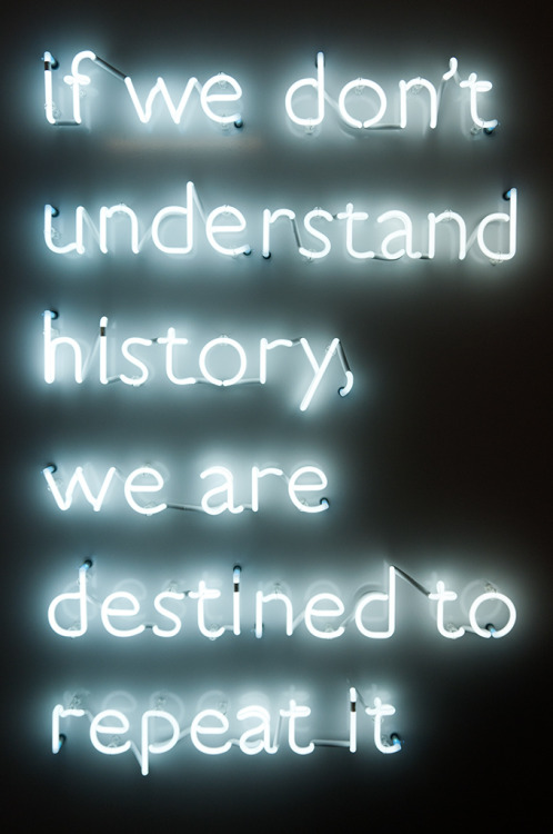 atavus:  Caroline Grijsen - Abschied: neontext in Fette Fraktur, 2009 Photo by [Ed Jansen]