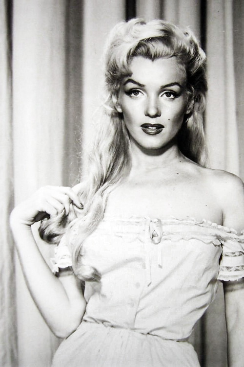 vintagegal:  Marilyn Monroe in a costume test for River of No Return (1954)