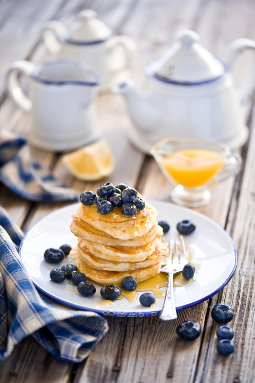 all-things-bright-and-beyootiful:  Breakfast with pancakes, blueberries and honey ~ by The Little Squirrel