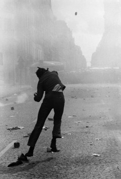 Gilles Caron, Protest rue Saint-Jacques, Paris, 6 May 1968