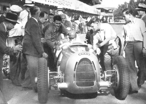 Tazio testing the C-type, he later became one of the auto union team drivers.  Shame he didn't entry in the team before…