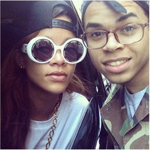Rihanna with a Fan in NYC (April 26)