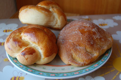 Bakery Loot - Brotzöpfchen und Apfeltaschen (Braided buns and apple pocket buns) by Carmen Clayton on Flickr.