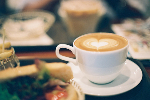 dreams-of-japan:  heart latte by breeze.kaze on Flickr.