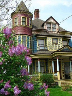 A Victorian house in Cleveland, Ohio, USA  Photo by Ron Dauphin