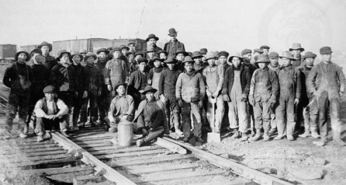 chinese exclusion acts Chinese immigration and the chinese exclusion acts in the 1850 s, chinese workers migrated to the united states, first to work in the gold mines, but also to take agricultural jobs, and factory work, especially in the garment industry.