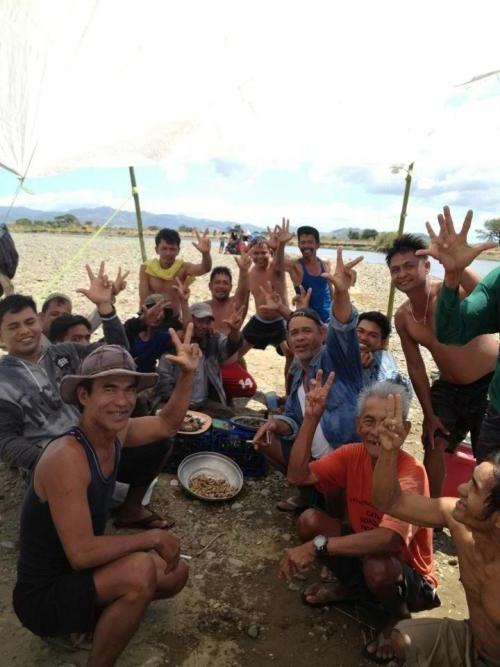 "2013 DO VOTE: A group of farmers flash the ""JV"" sign in Nueva Ecija to show supports for UNA Senatorial Candidate JV EJERCITO ESTRADA."