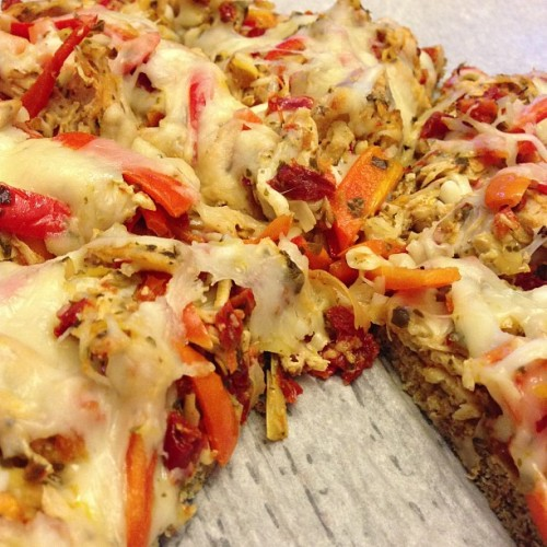 Our grilled chicken #pizza. Made with an almond meal and flax meal crust. So good. And healthy. #food #foodporn