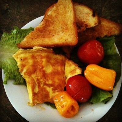 Egg, tomatoes, peppers and toast on romaine lettuce. Yummy breakfast made by Rick #365