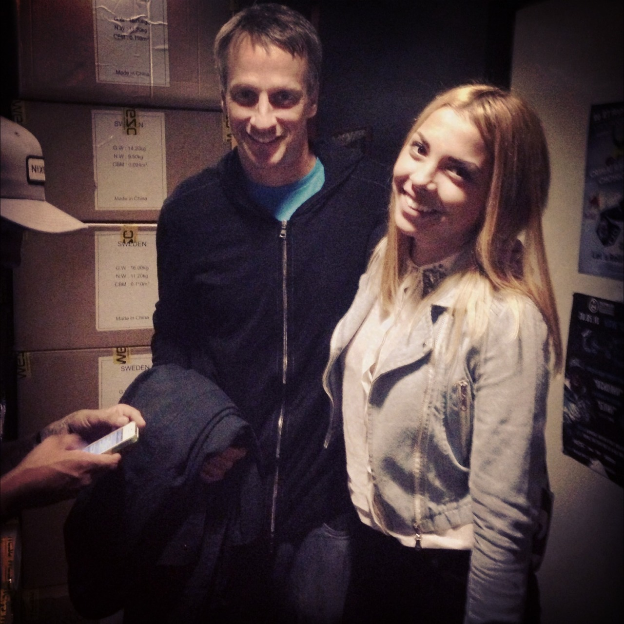 UNPREDICTABLE MEETING WIT TONY HAWK!! My friends sk8rs told me that I have to take some weed to roll up a joint for Tony's crew))I did it