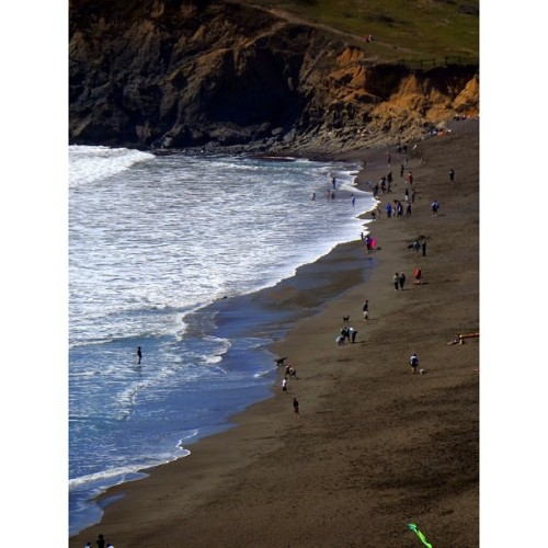 judedriscoll:  Marin Headlands on a Sunday #nofilter #beach #pacific #coast #westcoast #ocean #hills #nature #california #marin #bayarea #sanfrancisco #beauty #weekend #beautiful  (at Rodeo Beach)  California