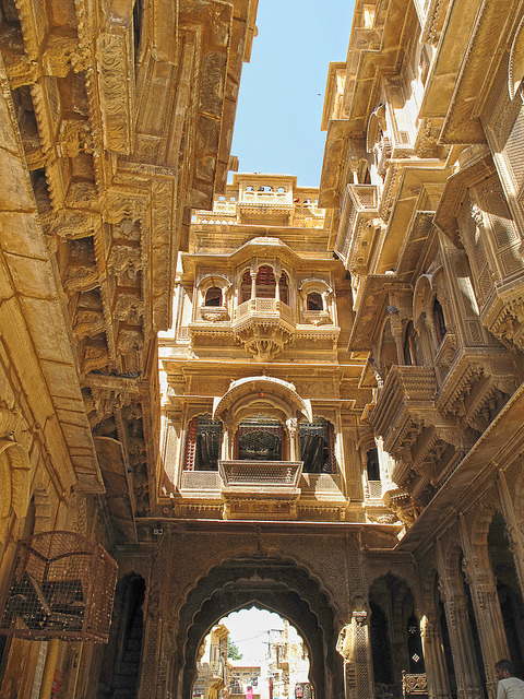 visitheworld:  Ancient city streets of Jaisalmer in Rajasthan, India (by xsalto).