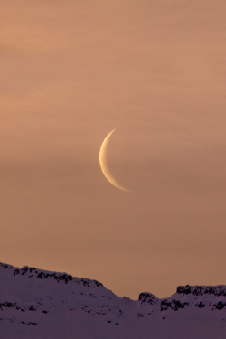 vurtual:  The Moon at dawn - Iceland (by *Jonina*)