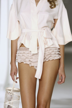 perfect-chanel:  chanel-forbreakfast:  Jasper Conran SS 09  fashion & model blog x