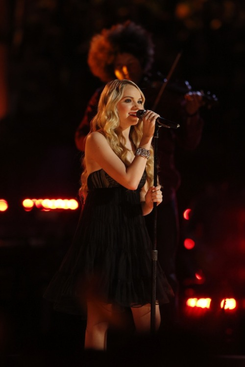 "nbcthevoice:  Vote for Team Blake's Danielle Bradbery! Online: www.nbc.com/the-voice/vote Phone: 1-877-553-3708 iTunes:""Wasted"" http://bit.ly/19kSsd9  TEAM DANIELLE! :)"