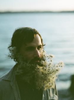 moonandtrees:  Honey of a Thousand Flowers - Journal - Flower beard! @Carissa from {Carissa Miss} Gallo @sarahwinward