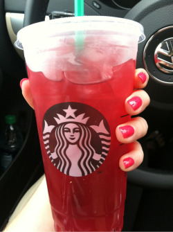Fresh mani and an iced passion tea lemonade 😍