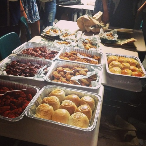 WINGSTOP FEAST DURING THIRD PERIOD.  WE GO 😍😌👌👌