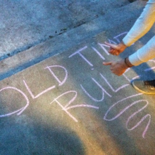 Someone left the dorkiest chalk graffiti that we can totally get behind. #pdxnights #tunes (at Pacific Crest Community School)
