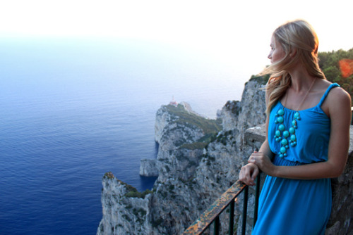 Blue on blue style in Italy. Source: runningonhappiness.com