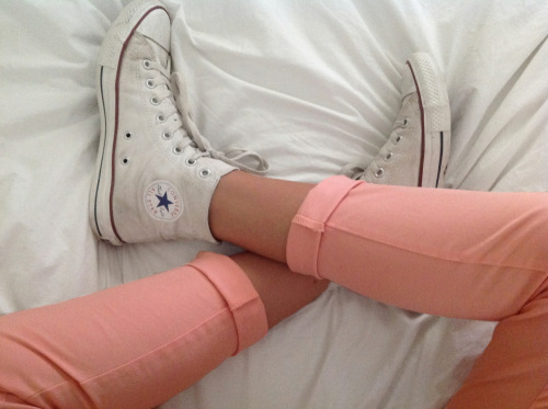s-un-rise:  need those converse and pants- i think im in love lol