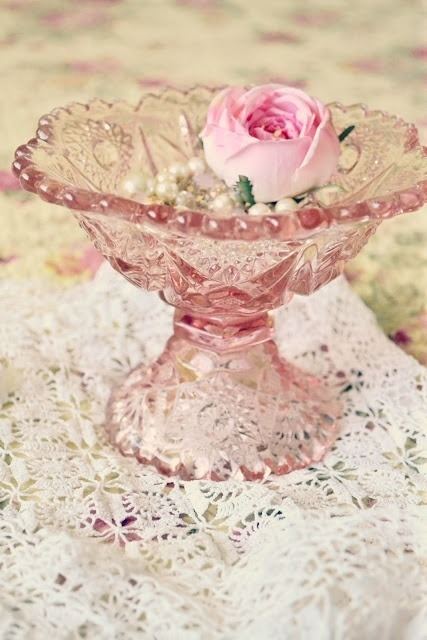 rose dans sa coupe (rose from his cup)