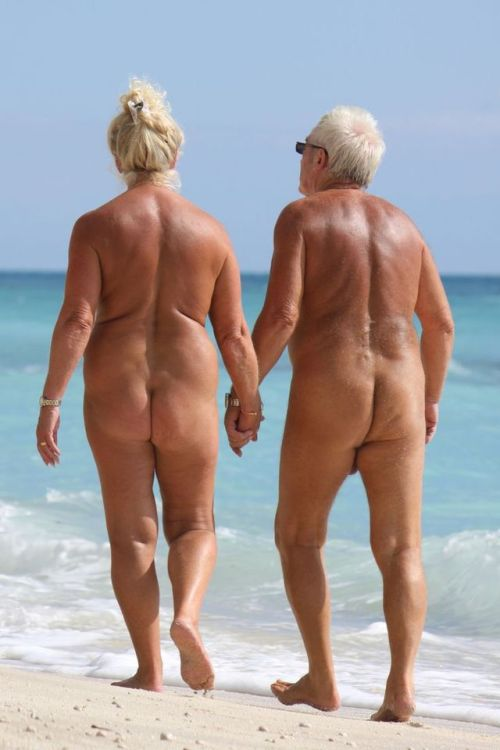 life long nudistsNudism is not bad. We are life long nudists http://www.nudistescapes.com