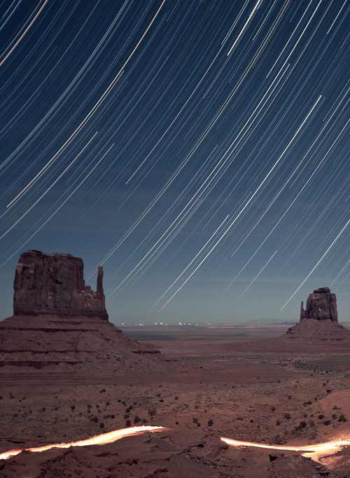 vurtual:  Monument Valley Star Trail - Utah (by RickrPhoto)