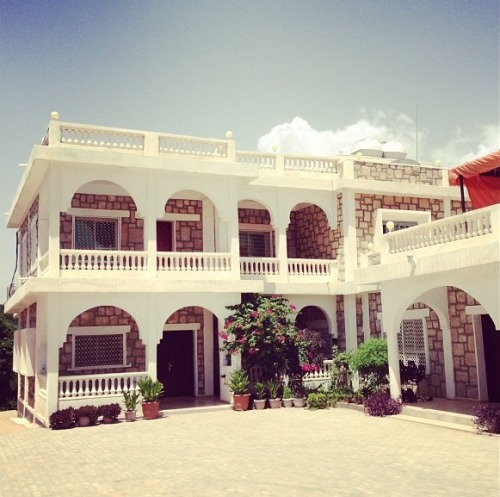 In Somalia you can build a mansion with just £250k look at this beautiful house in Hargeisa""