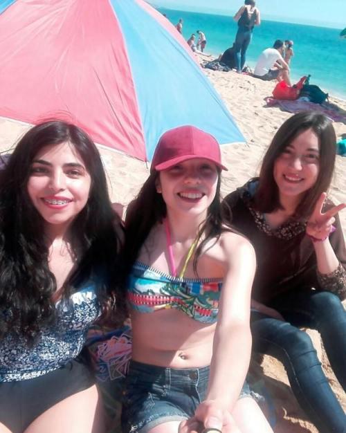 Día de playa con mi amigas lindas #LasLocasTENS!😋💉 Me encanta salir con ustedes, ahora que estamos de vacaciones, tenemos que salir mas seguido *^*💕  #HappyDay #BFF 👭👭 (en Playa El Sol, Muelle Vergara. Viña Del Mar) #happyday#bff#laslocastens