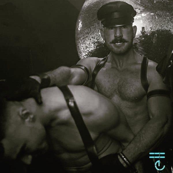 2018-11-23 18:10:01 - gay leather leathergloves leathercap rubber beardburnme http://www.neofic.com