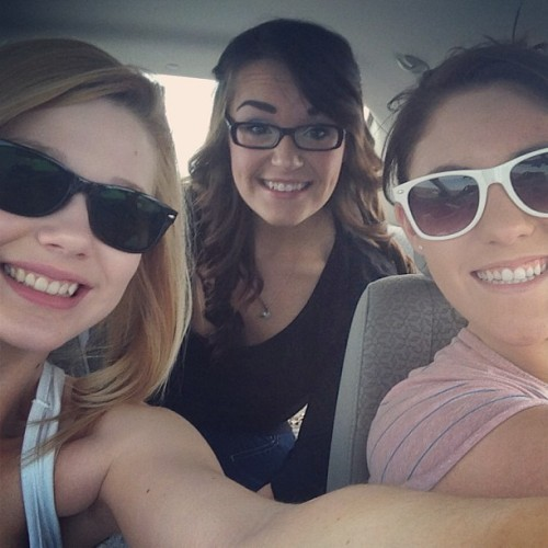 #Roadtrip with my ladies 🚙❤ #bestfriends #banff #lakelouise #calgary #letgobitches #maylong