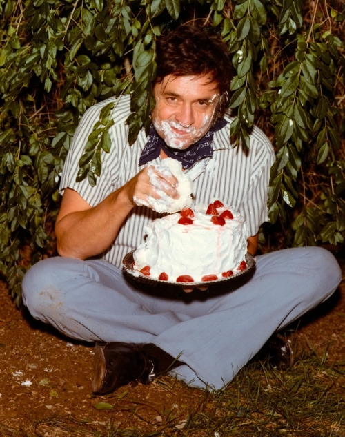 solarscallop:  Johnny Cash eating cake