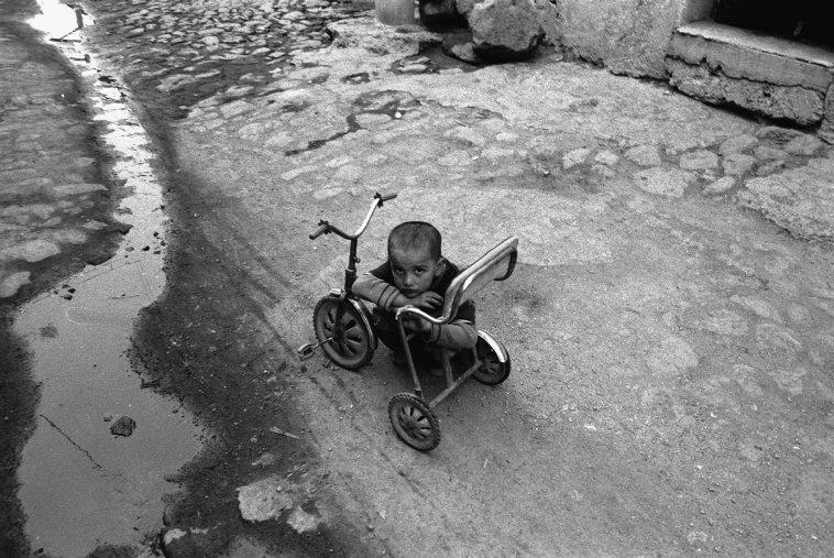 Erzurum, Turkey, 1988. [Credit : Nikos Economopoulos]