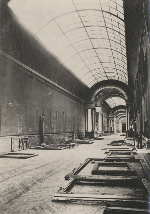 The Louvre Museum.   The Grande Galerie was abandoned during World War II. In 1937-38, the museum removed and hid most of the art works, including the Mona Lisa. They were returned in early 1945.