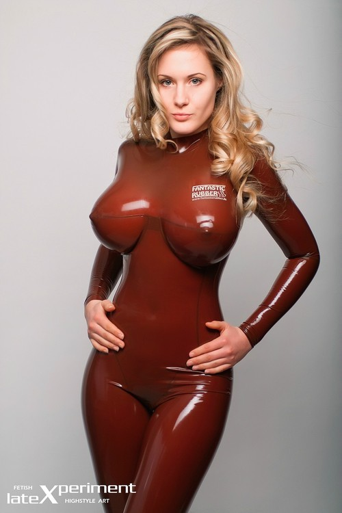 latex-catsuits-corsets-hoods:  latex-catsuits-corsets-hoods.tumblr.com: Photos of women in latex catsuits, latex corsets, latex hoods, and other latex outfits! Fotos von Frauen in latex catsuits, Latexkorsagen, Latexmasken, Latexoutfits & gummi fetisch