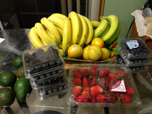 cleandiet-dirtyworkout:  Is my obsession with fruits obvious enough? ;)