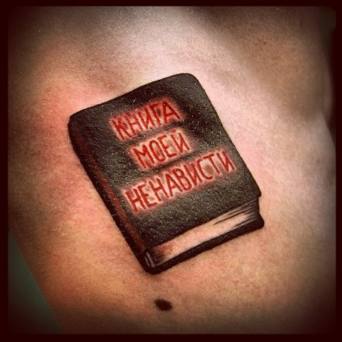 """Book of my hate"" #barrymoretattoo #llt #lovelifetattoo #tattoo #tattoos #traditiontattoo #oldschooltattoo #fuckyeahtattoos #book #hate #russia #moscow"