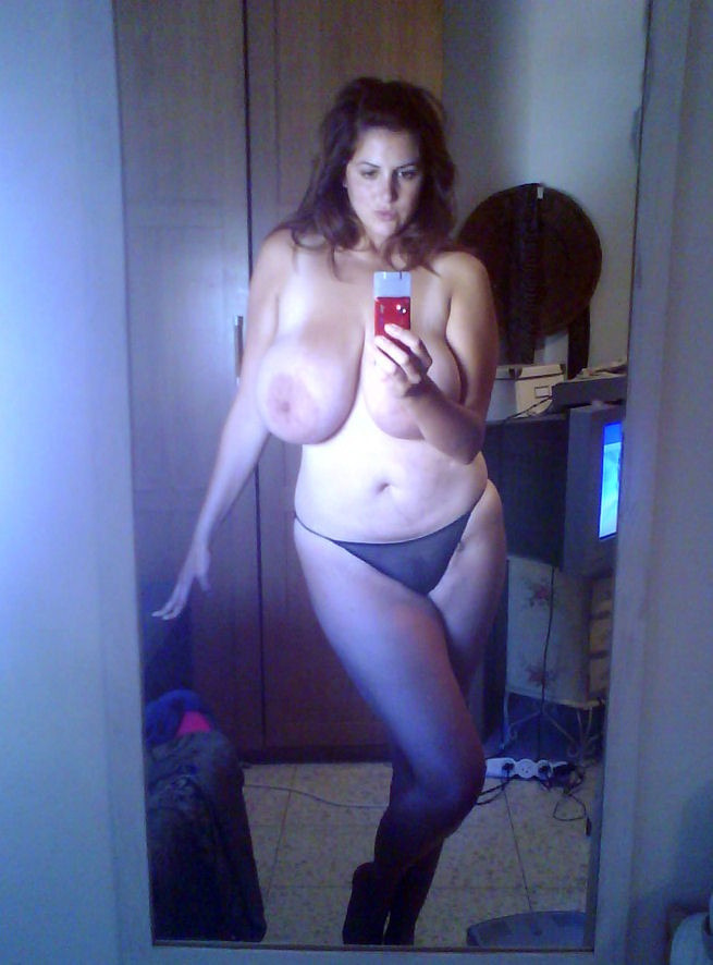 """Busty"" would be an understatement! Self-shot curvy lady. ☛ Submit your pics here"