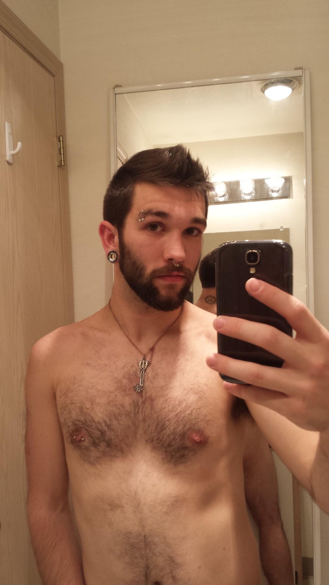 2018-06-04 05:23:01 - crystalqueerotter woop woop cut my hair beardburnme http://www.neofic.com