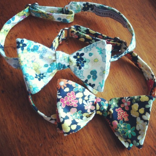 Can't help but love the floral pattern cotton bow ties! Great for the summer. #floral #bowtie #cotton #dapper #dandy #summer #fashion #style #tie #bowyerandfletcher #handmade #instagood #instafashion #rise #new #ladies #gentlemen  (at 917 Sw Oak st #203 Portland, OR 97205)