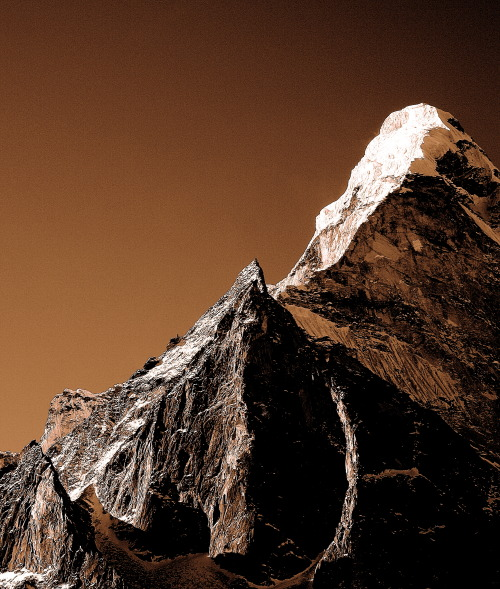 freddie-photography:  Ama Dablam at Dawn - The Himalayas By Frederick Ardley