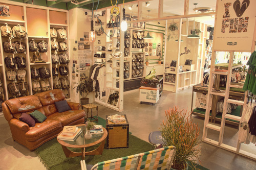How cool does Sanuk's new Santa Monica store look? Complete with a Vibe Lounge and a #MySanuks wall, it's a one-stop shop for summer shoes galore.
