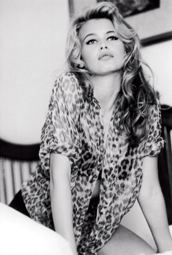 paradise-she-said:   Claudia Schiffer for Guess 1989Ph Ellen von Unwerth