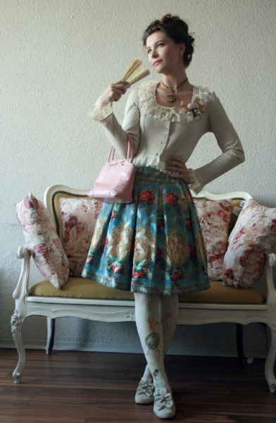 fannyrosie:  Outfit to go see the opera Manon.