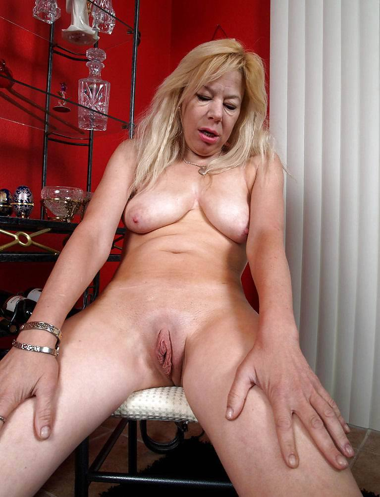 Hot naked women over 40' Search - XNXX. COM