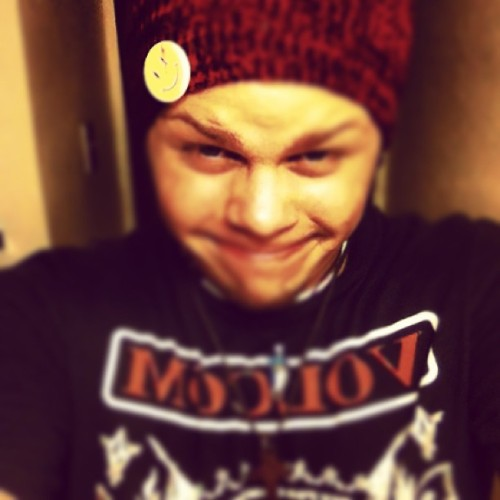 i look weird…  but fuck it, like or die. #watchmen #lol #volcom #smile #red #smiley #seahorse #black #weird #welelelelelele #wink #sexy xD #hot #f4f #fff #followme #follow4follow #followforfollow #followordie #likeordie #die #potato #smile #life #stuff #wataatatatatatat #notsofattony