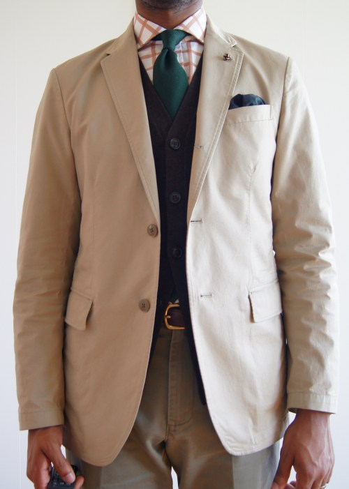05.15.13 Neutrals Uniqlo cotton sport coat.  Three button, no shoulder padding, no lining, single vent.  This has a high button stance.  Probably too high, but the other proportions are right.  The lack of lining makes it hard to slip on.  The lack of shoulder pads causes some wrinkles around the shoulders.  The waist suppression and sleeve length are good.  The shoulders could be a bit wider.   I got this for dead cheap, but would love a higher quality khaki cotton jacket.  I've been searching for a while.  No luck as of yet.