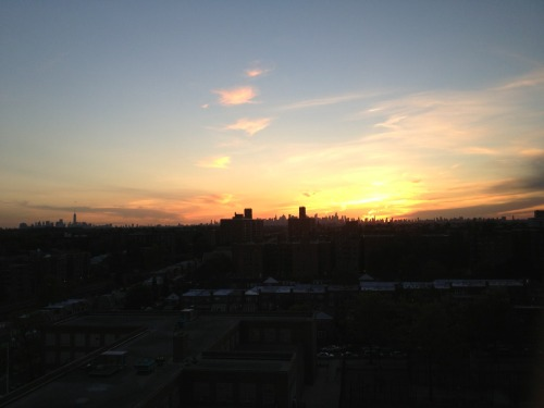 Pretty view of the city and the sunset from my mother in law's apartment building in forest hills (queens)  Happy weekend people!