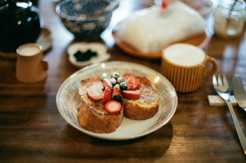 ileftmyheartintokyo:  breakfast by miwaramone on Flickr.